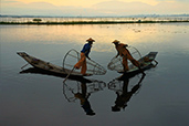 Sunt in Myanmar - de Ileana Petrache